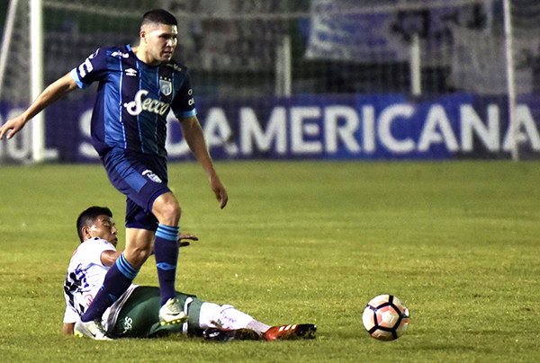 Fernando Zampedri volvió a ser el delantero letal en Atlético Tucumán. (Foto: AFP)