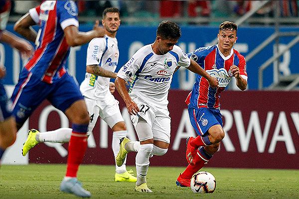 Lucas Ocampo no tuvo un buen partido, pero ayudó en el ataque de Liverpool. (Foto: Conmebol)