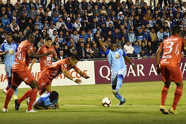 Carlos Arboleda logró el segundo gol de Macará. Esa remontada significó el primer partido de la serie. (Foto: API)
