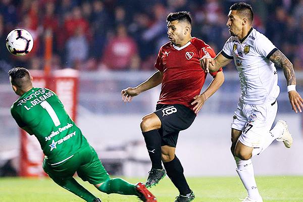 Romero deja atrás a Lopera y vence a Delgado. (Foto: AFP)