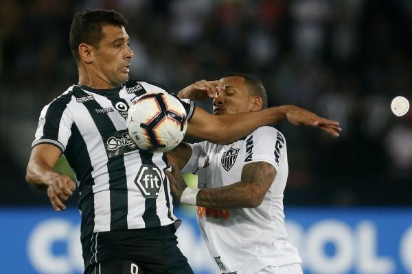 Diego Souza estuvo algo aislado y no recibió balones limpios en ataque. (Foto: Prensa Botafogo)