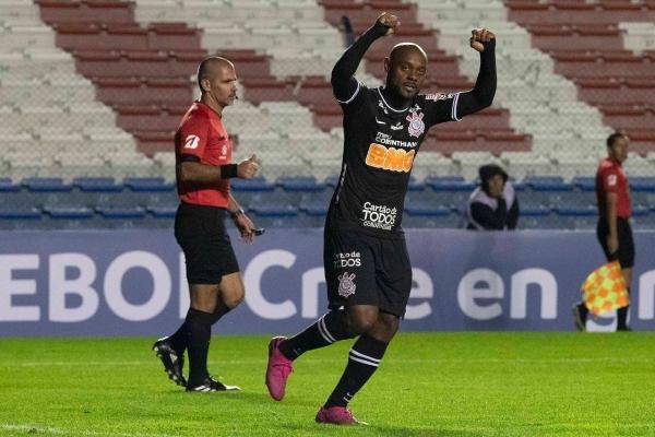 Lo que no logró Ramiro sí lo hizo, y por partida doble, el vigente Vágner Love. (Foto: Prensa Corinthians)