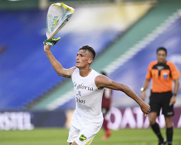 Romero y su celebración que mezcló la revancha personal con el agradecimiento religioso. Sin duda, el mejor futbolista de la Sudamericana. (Foto: AFP)