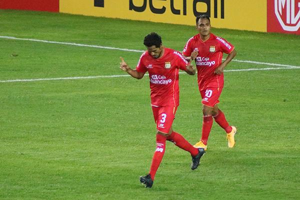 Balta celebra su tanto. El 'Cuchillo' estuvo en el momento y el lugar precisos para definir el lance. (Foto: Prensa Sport Huancayo)