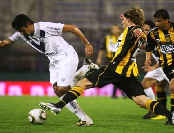 LA COPA ROTA. Vélez es otro que pasa por una mala racha. En esta ocasión, cayó ante Olimpo por 2-1. (Foto: La Nación)