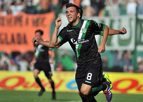 Banfield se mantuvo firme al cierre del año 2013 como único líder del ascenso argentino (Foto: Télam)
