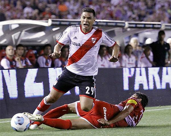 Ni con la presencia del colombiano Teófilo Gutiérrez en su ataque River Plate se salvó de pasar un mal rato durante el Torneo Inicial (Foto: NotiFutbolWeb)