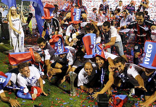 Luego del sufrimiento llegó la alegría en San Lorenzo que se sacó de encima la anterior mala campaña para salir campeón (Foto: Reuters)