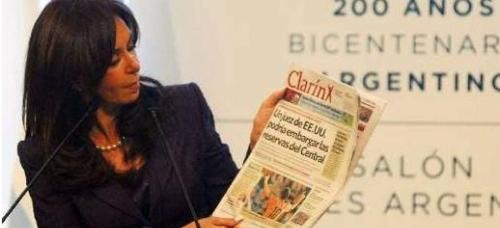 La rivalidad de la presidenta argentina con el Grupo Clarín viene influyendo sobre el fútbol gaucho. (Foto: periodicotribuna.com.ar)