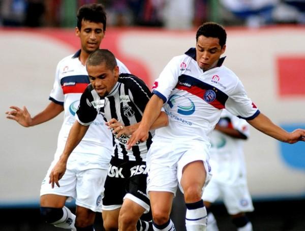 VA Y VIENE. En un partido bastante emocionante, Bahía venció por 2 a 1 a Ceará con tantos de Camacho y Lulinha. (Foto: Agencia Estado)