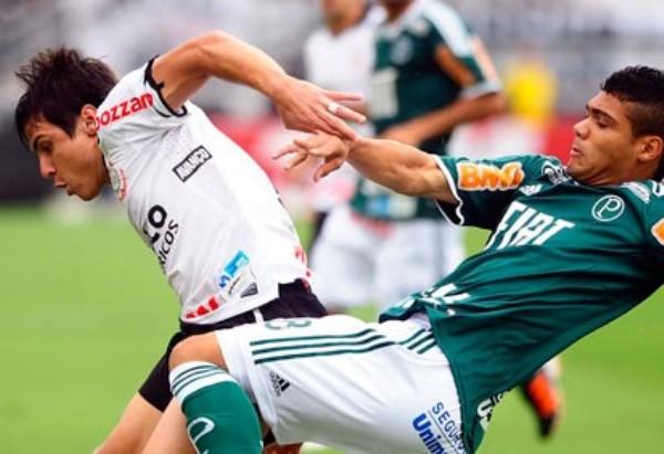 POR EL DOC. Corinthians campeonó en el Brasileirao y le dedicó el título al 'Doctor' Sócrates. (Foto: Agencia Estado)