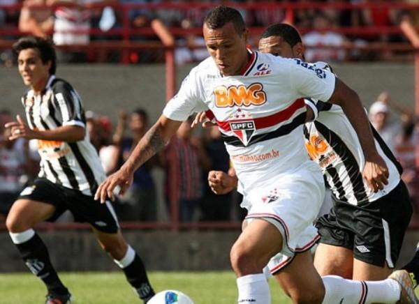 EL NUEVE. Luis Fabiano tuvo una temporada regular con la camiseta de Sao Paulo. (Foto: Agencia Estado)
