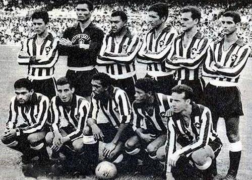 La década del sesenta fue la época dorada de Botafogo al contar con un equipo lleno de grandes jugadores. La imagen muestra una formación del Fogão cuando Amarildo aún formaba parte de sus filas (Foto: radiobotafogo.com.br)