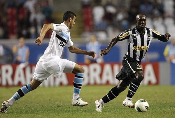 De Clarence Seedorf se espera un toque de calidad, ese que Botafogo necesita para afrontar la Copa Sudamericana (Foto: Reuters)