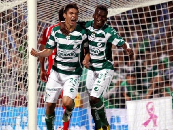 QUE SÍ, QUE NO. Santos siempre adelantó la cuenta, aunque Toluca pudo voltear el marcador sobre el final, pero el cuadro de Torreón terminó venciendo con tanto de Christian Suárez. (Foto: Mexsports)