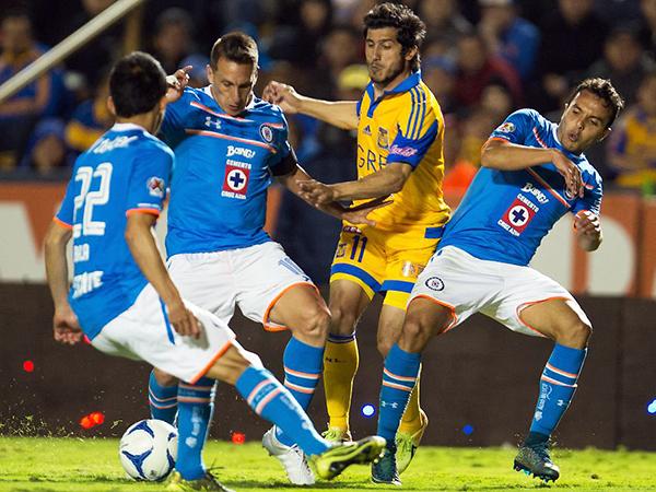 Mientras Cruz Azul fue una lágrima, Tigres levantó el trofeo. (Foto: Mexsport)
