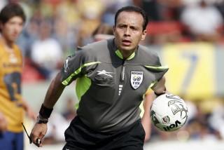 Gasso es el primer juez mexicano en dirigir un partido de la Copa Libertadores (Foto: elsiglodetorreon.com.mx)