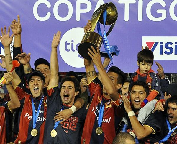 Cerro Porteño se ganó un cupo a la Copa Libertadores luego de triunfar en el Torneo Apertura 2012 del campeonato guaraní (Foto: AFP)