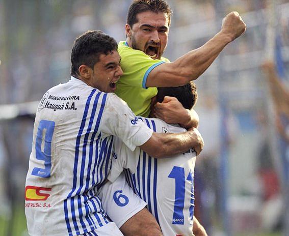 Con el 'Toro' Acuña como figura, 12 de Octubre aseguró el ascenso con un triunfo a domicilio sobre Independiente de Campo Grande (Foto: abc.com.py)