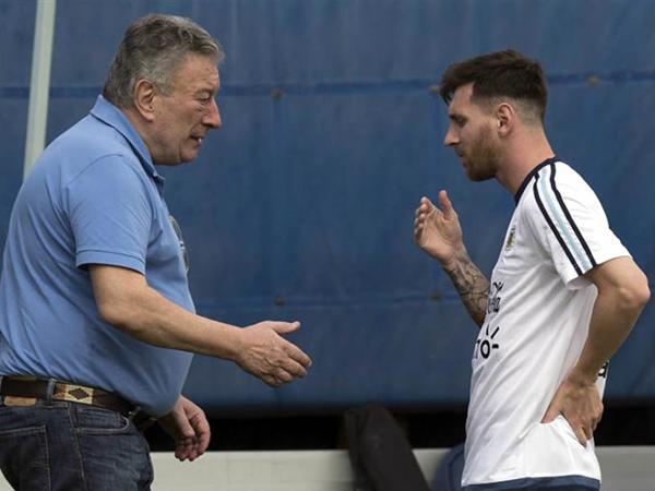 Durante la Copa América Centenario, Lionel Messi protestó por los malos manejos de la AFA. (Foto: diez.bo)