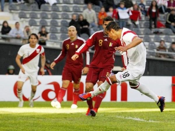 CANTA EL PRIMERO. Una combinación entre Paolo Guerrero y Willian Chiroque, acabaría con la anotación del último con pierna izquierda. El primero de Chiroque en Copa América. (Foto: Reuters)