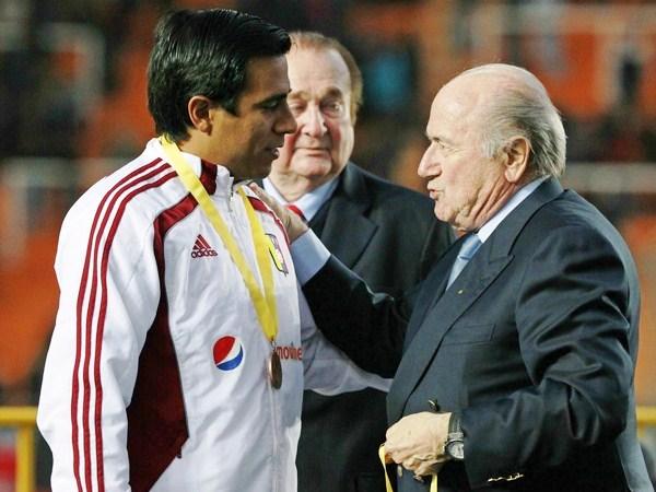 MEDALLA DE HONOR. La medalla para el cuarto lugar fue como un reconocimiento para lo hecho por Venezuela, aunque el único que no se la quitó fue César Farías. (Foto: Reuters)