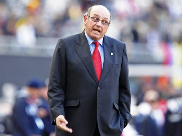 AJUSTANDO TUERCAS. Sergio Markarián no quiere sorpresas; por ello, ante el descuento venezolano, apunta indicaciones a sus dirigidos. (Foto: Reuters)