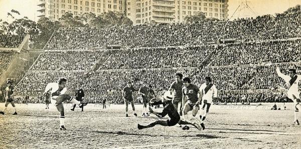 En 1973, Perú enfrentó tres veces en un año a Chile y quedó eliminado de Alemania 1974 en el Centenario de Montevideo. (Foto: revista Estadio de Chile)