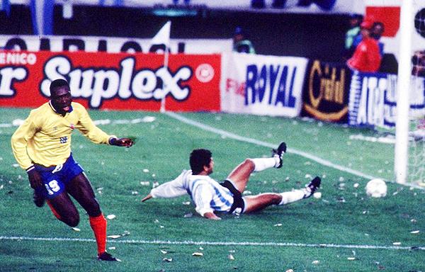Uno de los grandes triunfos de la selección dorada colombiana fue el 0-5 en el Monumental ante Argentina. (Foto: El Gráfico)