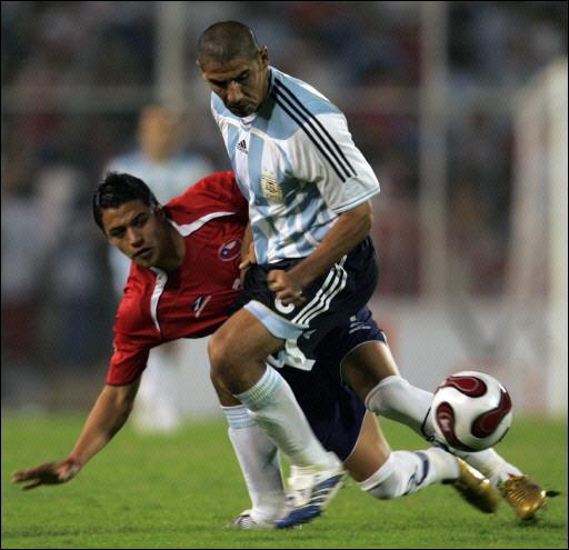 Alexis Sánchez, aquí en acción ante Argentina, se lesionó jugando precisamente en el fútbol gaucho (Foto: soccerway.com)