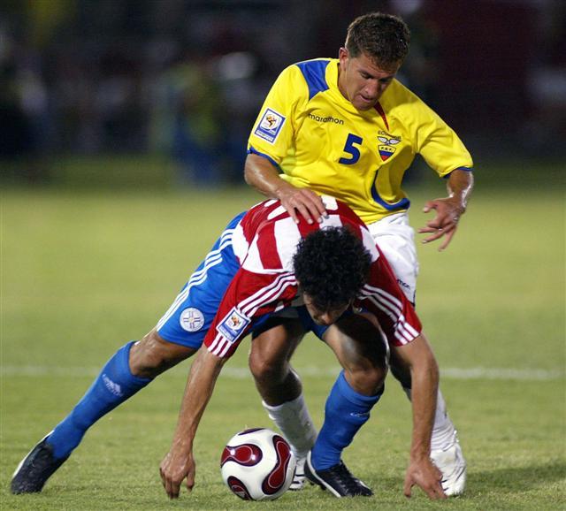 Paraguay siempre estuvo encima de Ecuador, por más que esta imagen quiera sugerir lo contrario (Foto: EFE)