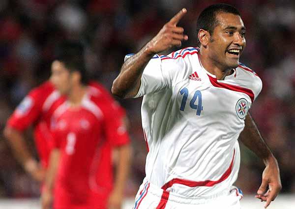 Paulo Da Silva celebra el tercer gol paraguayo, segundo de su cuenta personal (Foto: globo.com)