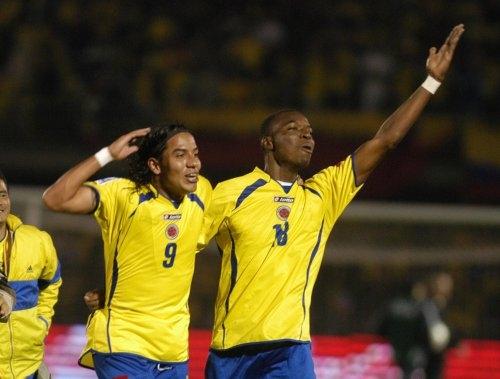 El festejo alborozado de Dayro Moreno (9) luego de marcar el gol definitivo en el arco de Abbondanzieri (Foto: EFE)