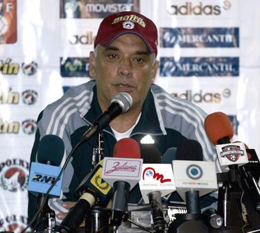 En sentida conferencia de prensa, Páez anunció su adiós del banquillo de la 'Vinotinto' (Foto: mediotiempo.com)