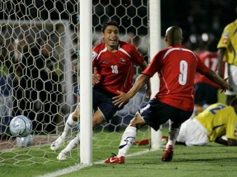 Gonzalo Jara corre alborozado tras abrir el marcador para los locales (Foto: eltiempo.com.co)