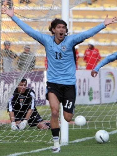 Abreu festeja su agónico empate en el arco verde (Foto: FIFA.com / AFP)