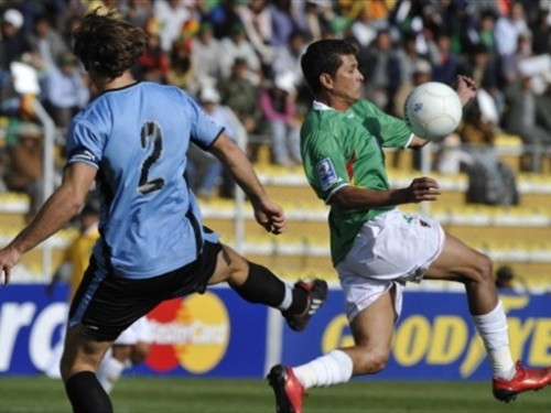 Botero se lleva el balón ante Lugano (Foto: FIFA.com / AFP)