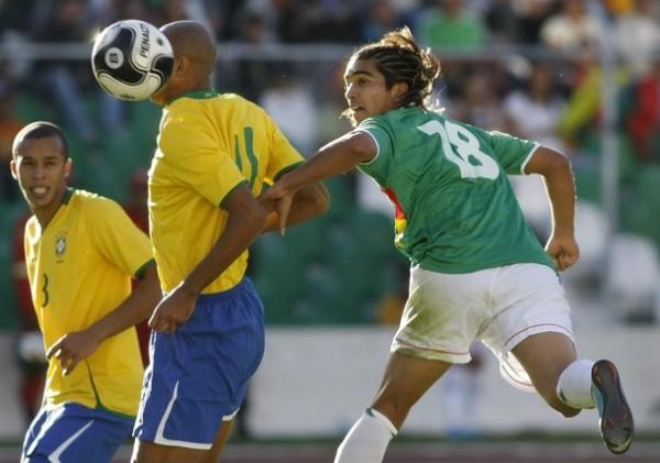 POR FIN ENTRÓ. Martíns dio el triunfo a los bolivianos. Igual los tres puntos sólo significarán no quedar en último lugar (Foto: REUTERS)