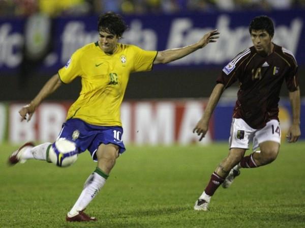 KAKAMPEÓN. El volante del Madrid es la gran figura del Brasil campeón en la ronda eliminatoria. Fijo en todos los partidos y eje de las alegrías de Dunga (Foto: REUTERS)