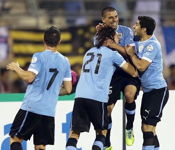 Uruguay le endosó cinco goles a Jordania en Amman. No cabe duda que la escuadra charrúa aseguró su presencia en Brasil 2014. (Foto: AFP)