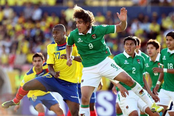 Jugar como único hombre en punta no es novedad para Marcelo Moreno cuando actúa en la selección boliviana (Foto: diario El Comercio de Ecuador)