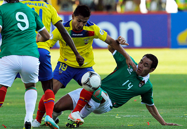 El esfuerzo de Gualberto Mojica no sería suficiente para seguir en el once titular de Azkargorta (Foto: Reuters)