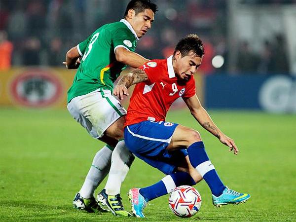 Eduardo Vargas se ha asentado como el '9' que Chile necesitaba, ya que ante Bolivia volvió a anotar un gol, el que abrió el triunfo sobre los bolivianos (Foto: Agencia Uno)