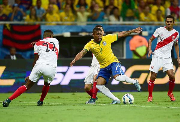 Uno de los primeros golpes que sufrió Perú lo tuvo en Salvador de Bahía ante Brasil. (Foto: AFP)