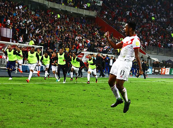 El triunfo peruano sobre Ecuador hizo recordar a los de las Eliminatorias rumbo a Francia 1998. (Foto: Pedro Monteverde / DeChalaca.com)