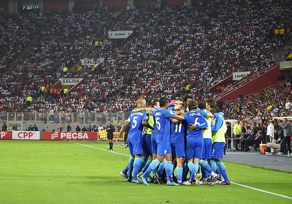 A pesar del 0-2, Perú salió aplaudido del Nacional. (Foto: Raúl Chávarry / DeChalaca.com)