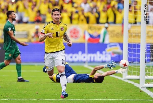 James Rodríguez anotó el gol del triunfo colombiano también desde el punto de penal. (Foto: AP)