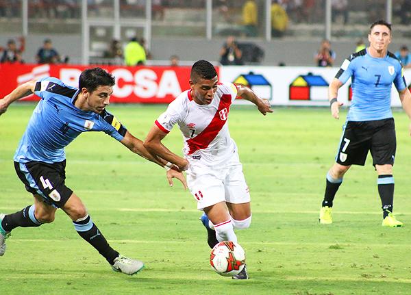 Paolo Hurtado ingresó en el segundo tiempo y fue otro de los que marcó diferencias en el terreno de juego. (Foto: Pedro Monteverde / DeChalaca.com)