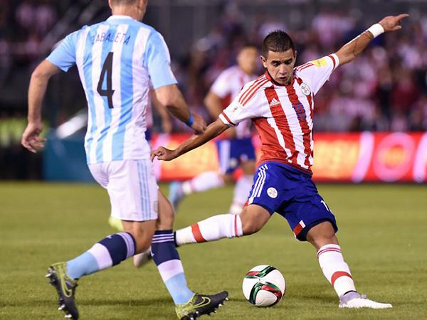Derlis González se consolidó en el ataque paraguayo. La era de las figuras mundialistas acabó. (Foto: EFE)
