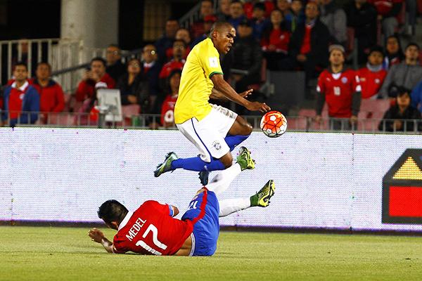 Chile es impetuoso en la recuperación del balón. (Foto: Agencia Uno)